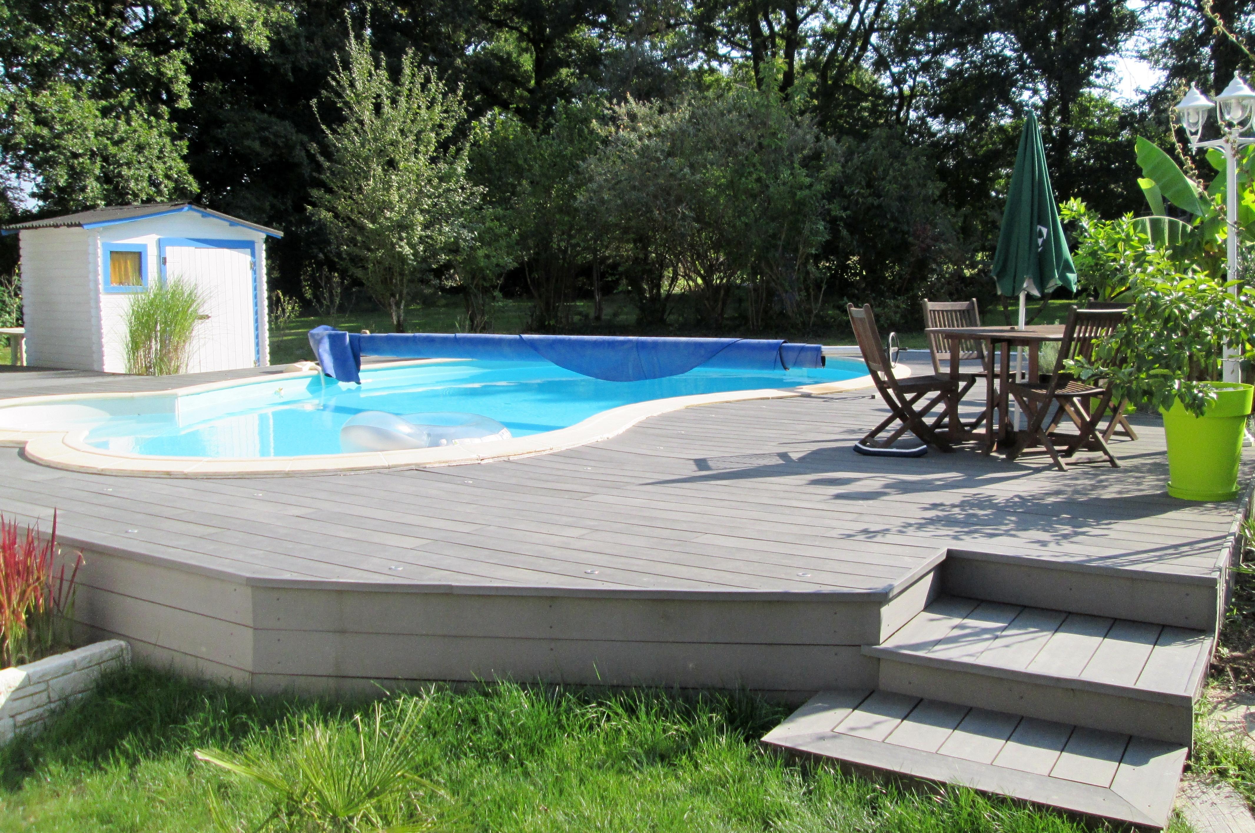 terrasse piscine pente. Black Bedroom Furniture Sets. Home Design Ideas