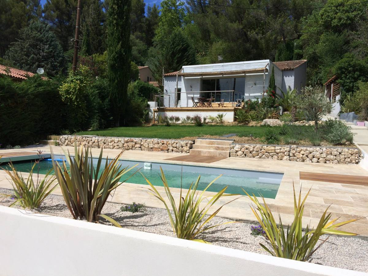 Terrasse piscine pente Amenagement de jardin avec piscine