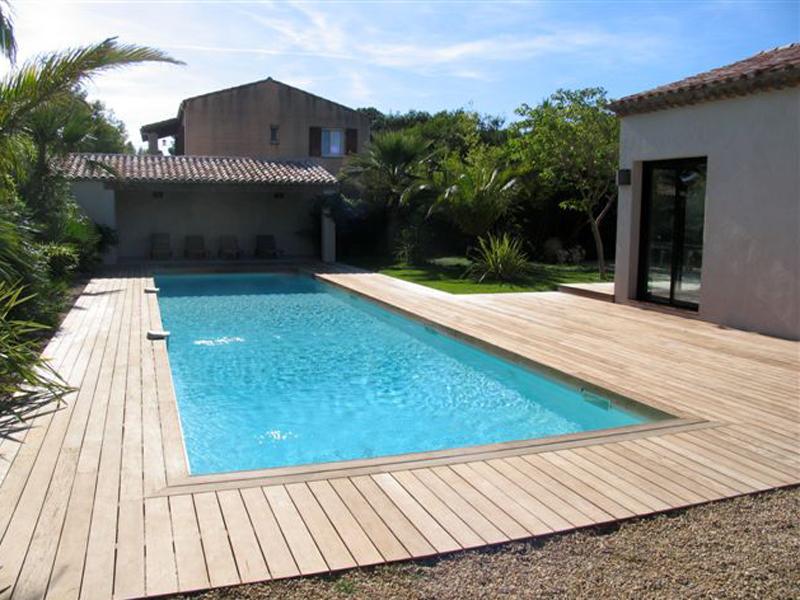 terrasse piscine pierre et bois