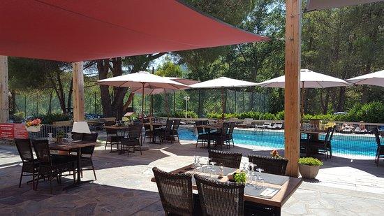 terrasse piscine restaurant