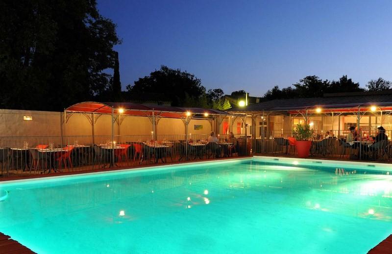 terrasse piscine restaurant. Black Bedroom Furniture Sets. Home Design Ideas