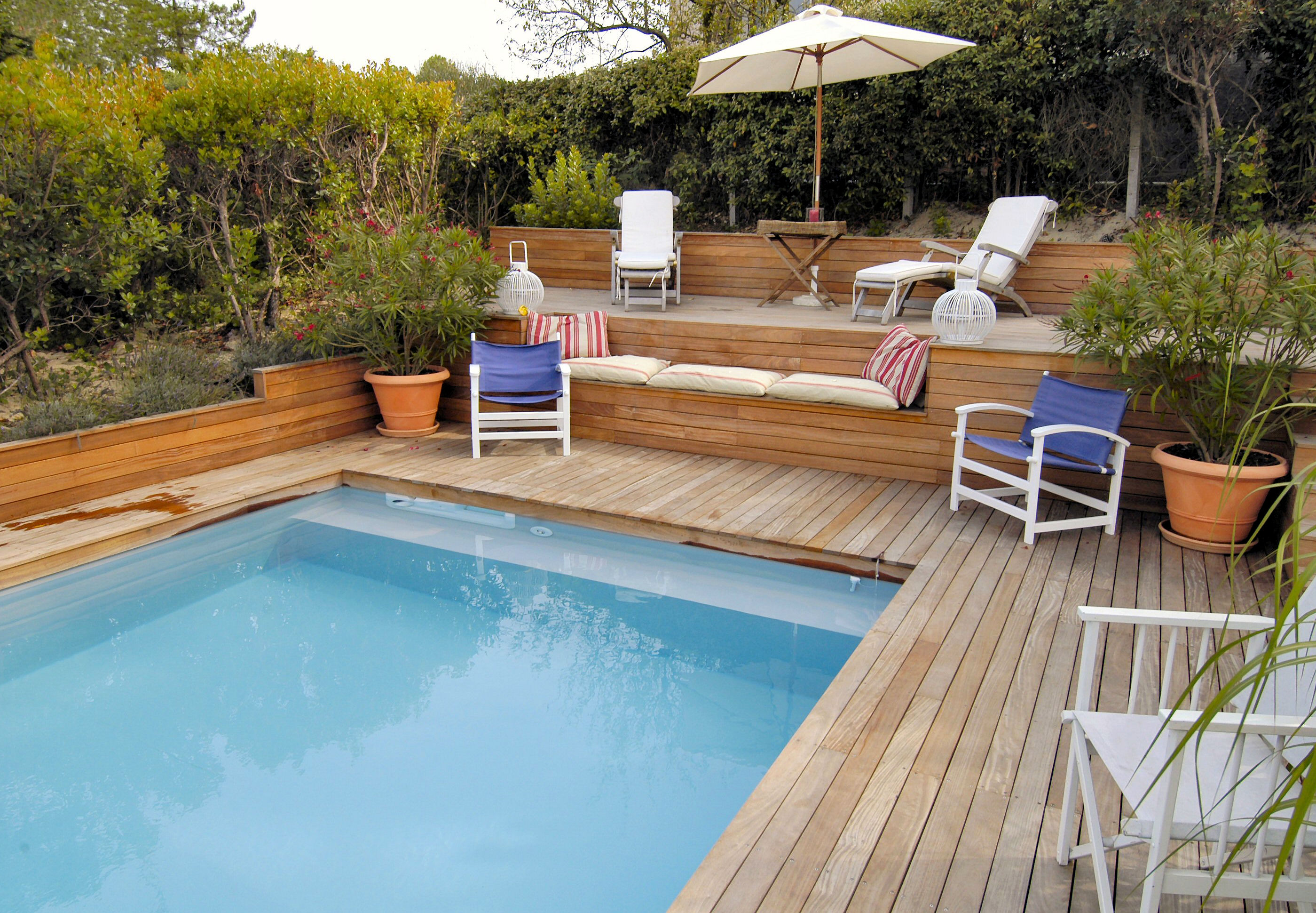Terrasse piscine semi enterree - Amenagement terrasse piscine ...
