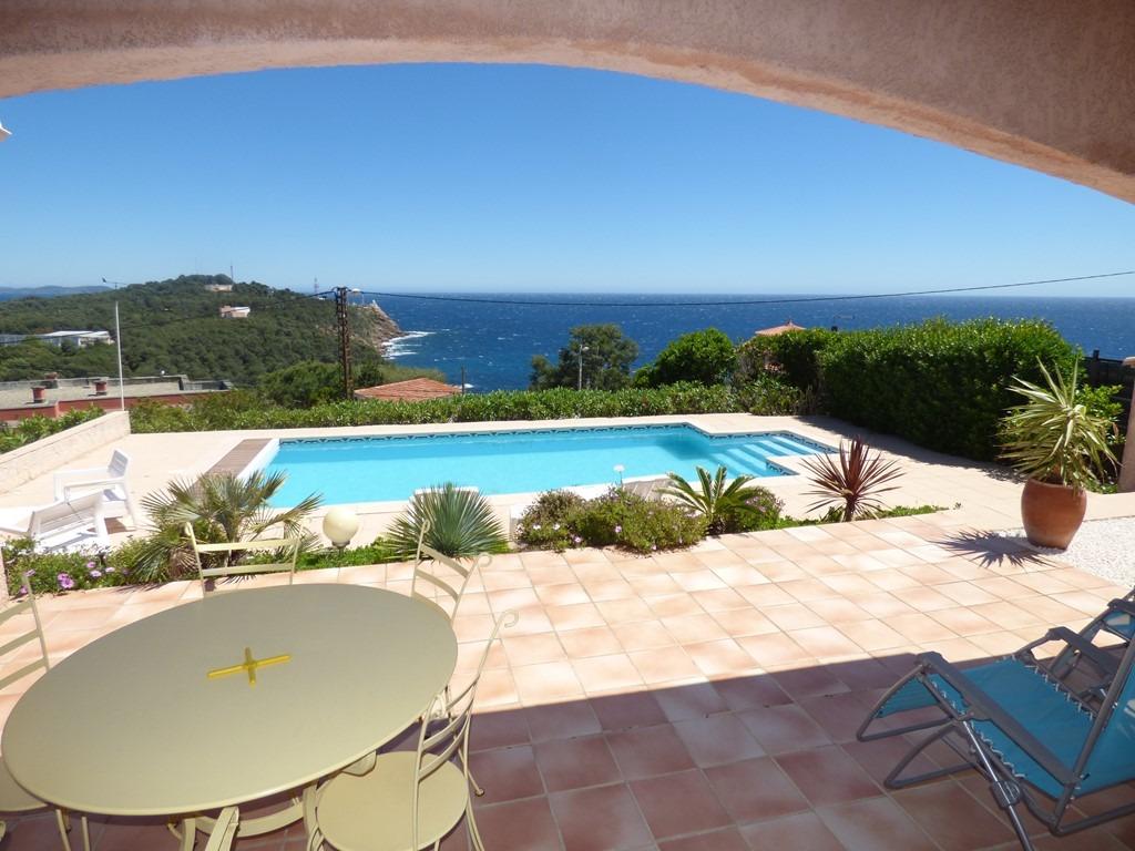 terrasse piscine vue mer