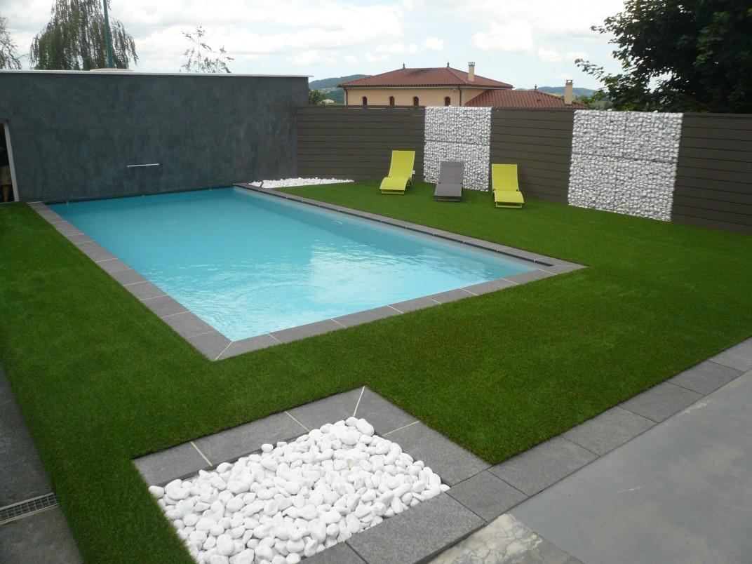 amenagement piscine gazon synthetique