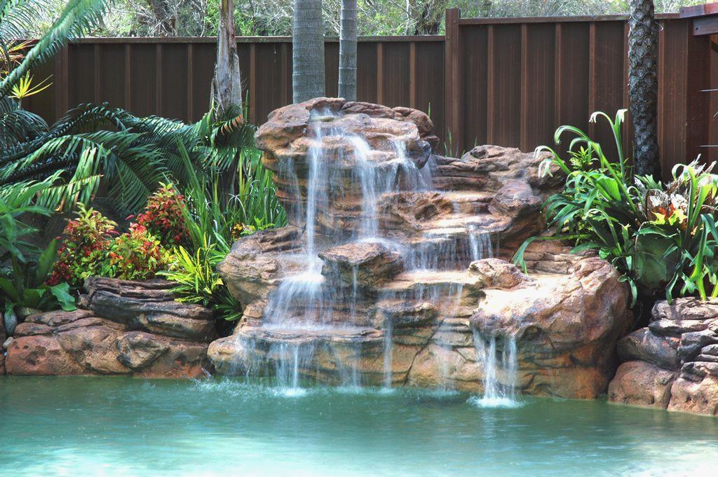 cascade piscine avec pompe