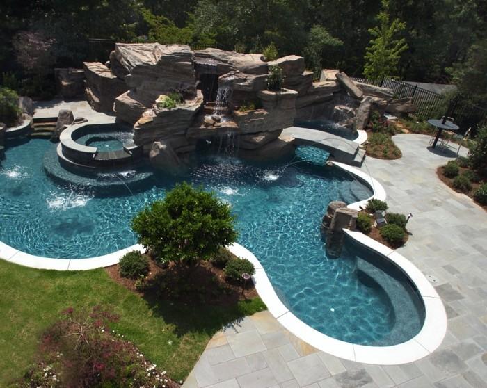 cascade piscine pierre