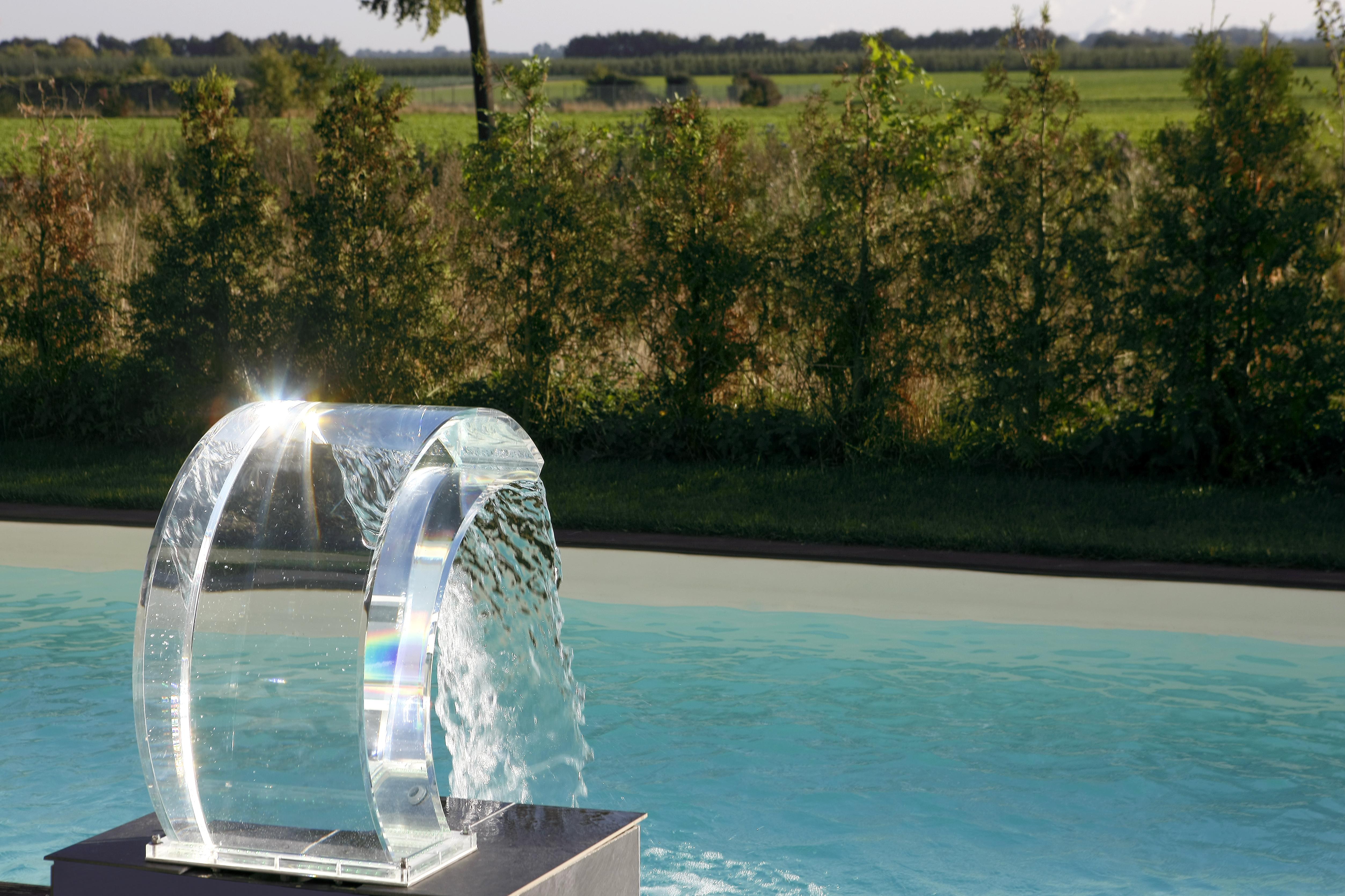 cascade piscine transparente