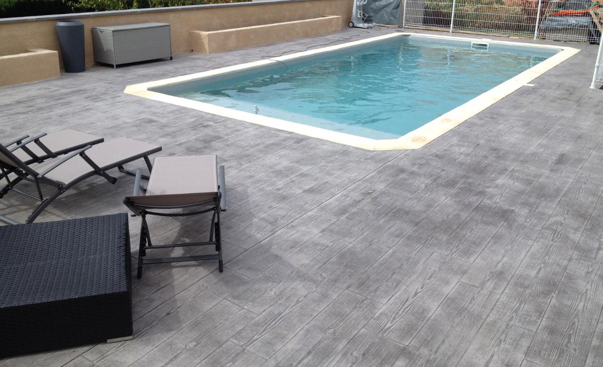 terrasse piscine bois et beton