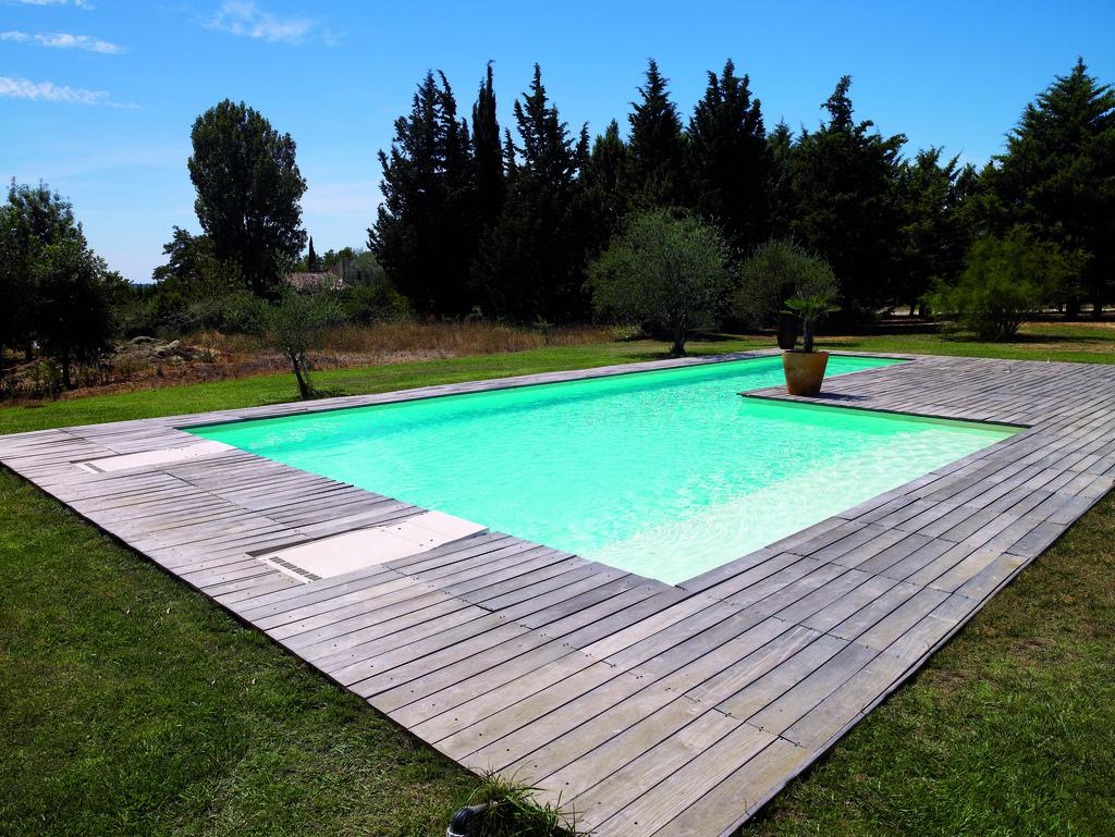 terrasse piscine desjoyaux