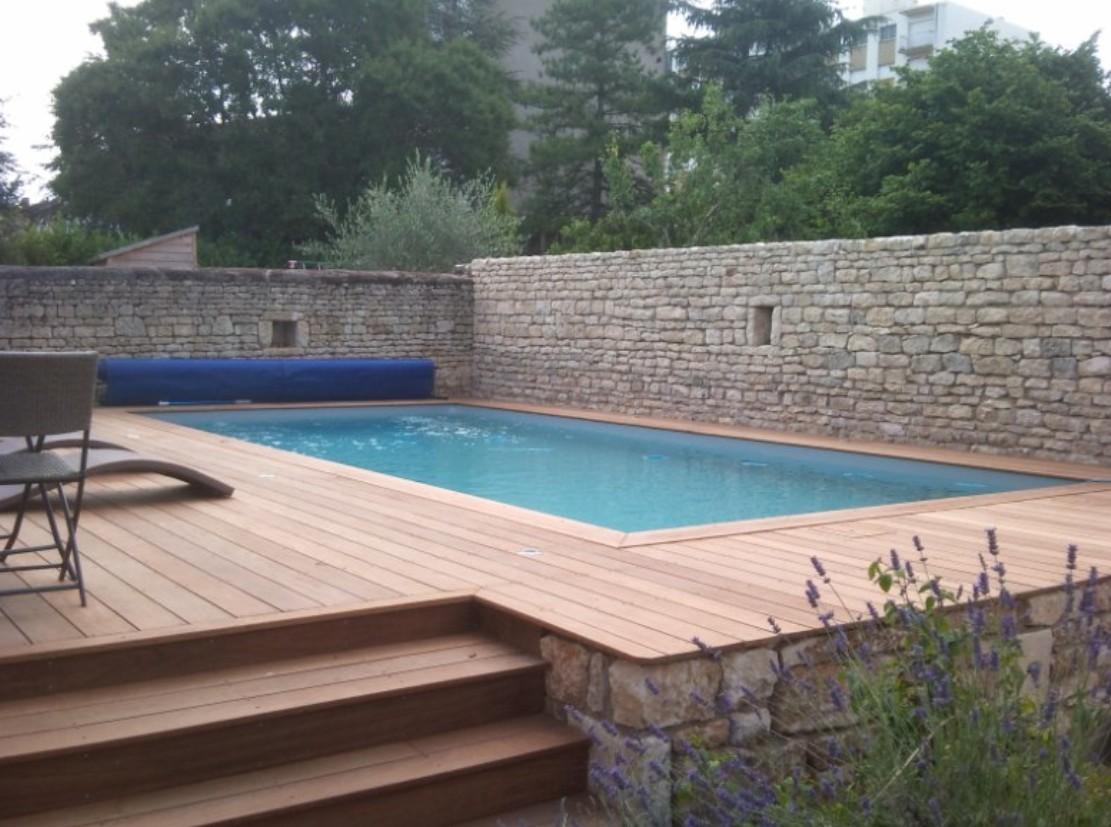 Terrasse piscine semi enterree - Piscine rectangulaire semi enterree ...